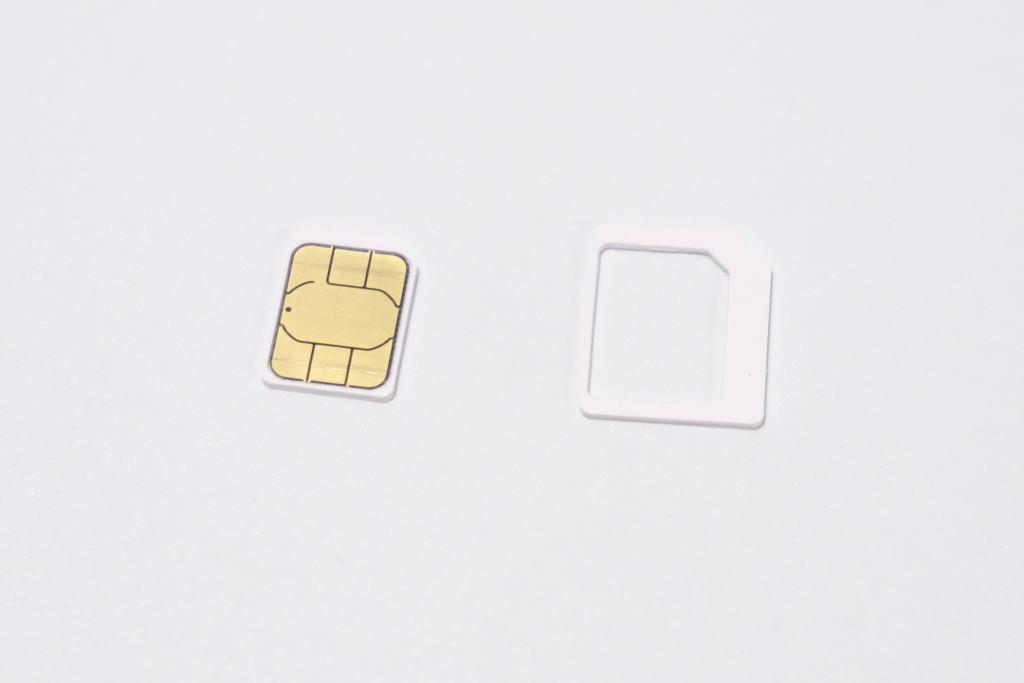 rakuten-wifi-pocket-2-sim-size-3