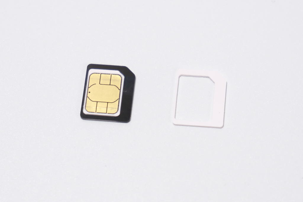rakuten-wifi-pocket-2-sim-size-4